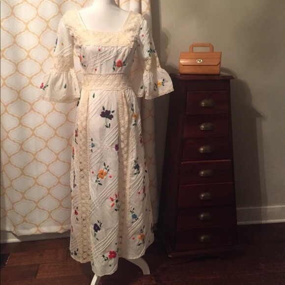 eda9b13fa4 1950s embroidered Mexican vintage maxi -firm. M_5ad53be49cc7ef429cd578bf